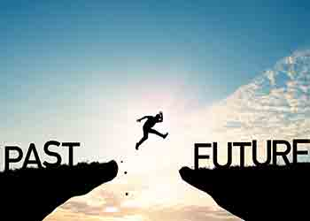 העתיד שלכם הוא בידי חלק מהחלטות העבר